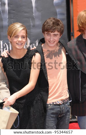 """Harry Potter"" stars Daniel Radcliffe & Emma Watson at hand, foot & wand-print ceremony at Grauman's Chinese Theatre, Hollywood. July 9, 2007  Los Angeles, CA Picture: Paul Smith / Featureflash - stock photo"