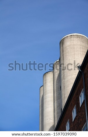 High silos in frog perspective