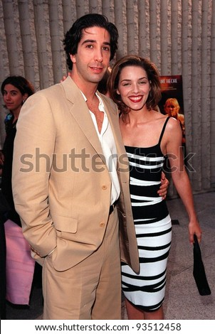 Mili Avital and david schwimmer