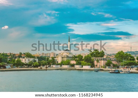 Kadiköy coastline with Haydarpasa Protokol Mosque, Istanbul, Turkey Stok fotoğraf ©