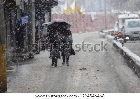 Kashmir receives season's first snowfall The snowfall, which began in the higher reaches of the Valley on Thursday, has considerably brought down the maximum temperature in Kashmir.  #1224546466