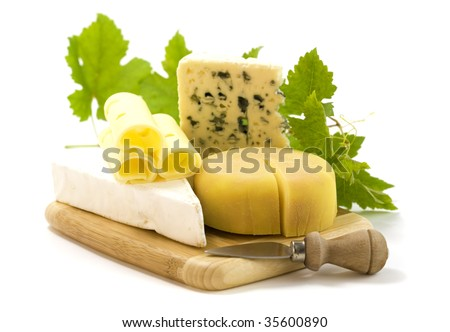 4 kinds of cheese with a cheese knife and grape leaves