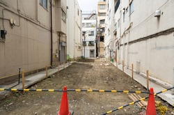 Land · land acquisition · Tokyo central city · narrow area