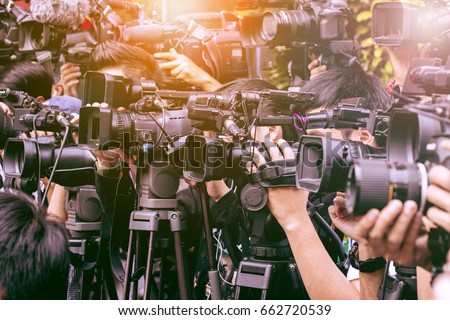 large number of press and media reporter in broadcasting event Stock foto ©