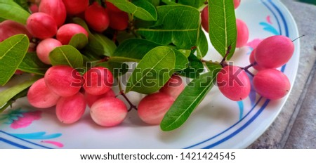 Large red fruit, large bunches in large tiles. #1421424545