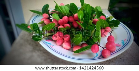 Large red fruit, large bunches in large tiles. #1421424560