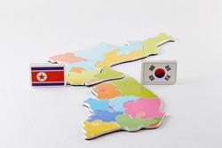Map and miniature of South Korea-North Korea summit