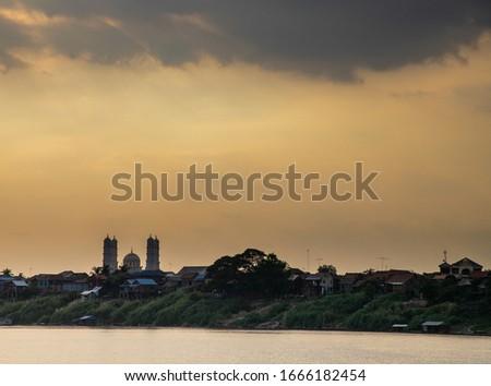 Masjid Phum Roka mosque at sunset, Kampong Cham, Cambodia Stok fotoğraf ©