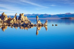 Mono Lake is a salt lake in California. The natural wonder of the world is Lake Mono. Lime-tuff towers of bizarre shapes rise from the bottom of the lake.