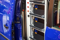 Multi-purpose security case for bulk cash and ATM cassettes installed in vehicles for its transportation. Safe carting of bills for banks