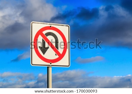 ??No U Turn traffic sign against cloudy sky.