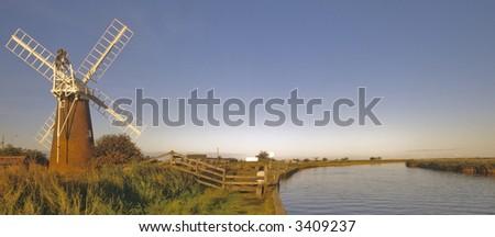 norfolk broads river waveney stracey arms windpump norfolk broads national park east anglia england uk europe