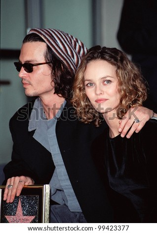 16NOV99: Actor JOHNNY DEPP & girlfriend French actress/singer VANESSA PARADIS in Hollywood where he was honored with the 2,149th star on the Hollywood Walk of Fame.  Paul Smith / Featureflash