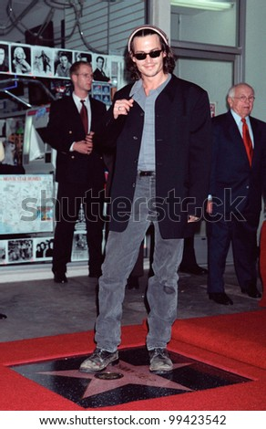 16NOV99: Actor JOHNNY DEPP in Hollywood where he was honored with the 2,149th star on the Hollywood Walk of Fame.  Paul Smith / Featureflash