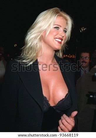 20NOV97: Playboy Playmate of the Year VICTORIA SILVESTEDT at premiere