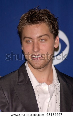 *NSYNC star LANCE BASS at the 28th Annual People's Choice Awards in Pasadena. 13JAN2002.  Paul Smith/Featureflash