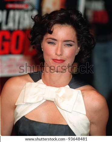 "16OCT97: Actress TEA LEONI shows off her new hair color & style at the premiere of husband David Duchovny's new movie, ""Playing God."""