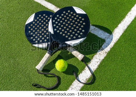 paddle rackets on the playing court Сток-фото ©