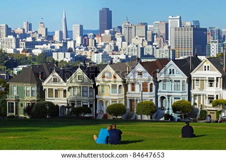 """Painted ladies"" is a term used for Victorian and Edwardian houses .  A view of San Francisco downtown cityscape"