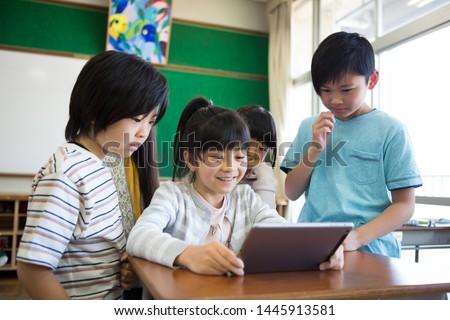 Primary school student who uses tablet