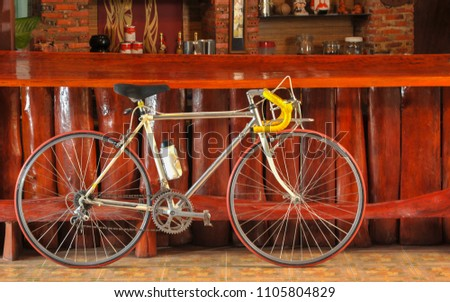 7a70bf2b408 White vintage road bike isolated Images and Stock Photos - Avopix.com