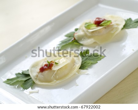 ravioli with tomato and cheese