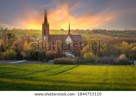 Roman Catholic Church of st. Bartholomew the Apostle. Basilica in the valley at sunset and the beautiful sky. Zdjęcia stock ©