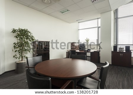 Round Conference Table Round Table in Modern Office