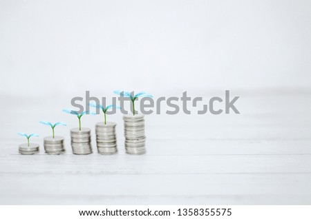 5 rows of coins arranged in ascending order Photo stock ©