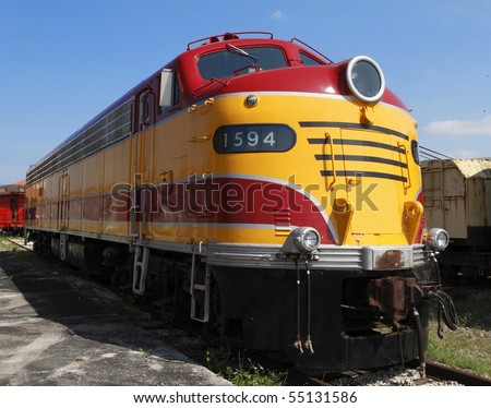 1940's American built Diesel Electric Locomotive in a beautiful futuristic streamlined body. The highest technology at that time with over 3,000 horsepower from its V16 powerplant.