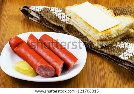 Saussages ,toast and mustard prepared to be served