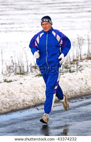 Senior runner while training for a competition in winter