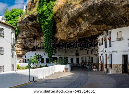 'Setenil de las Bodegas' Cityscape in Spain. White village in Cadiz, Andalusia. Sunshine tourism in summer. Foto stock ©