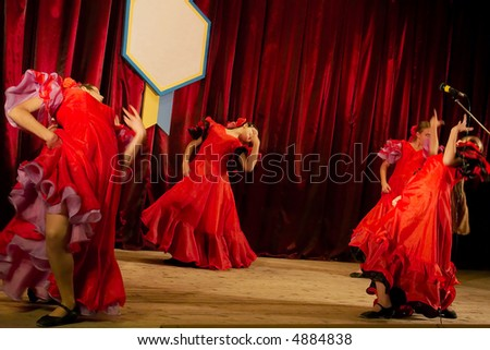 spanish circle four ukrainian girls perform spanish traditional