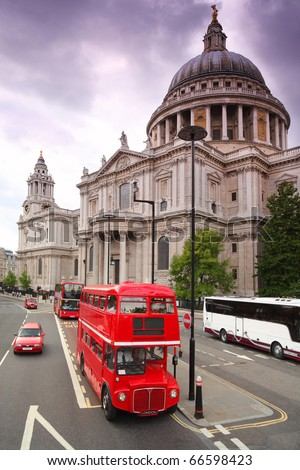 St. Paul's Cathedral and red double-deckers with tourists in London
