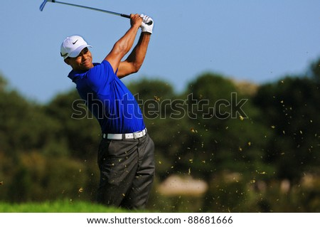 SYDNEY - NOV 12: American golfer Tiger Woods plays from the rough, third round at the Emirates Australian Open at The Lakes golf course. Sydney - November 12, 2011