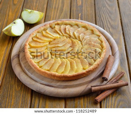 Tart with apples and cinnamon