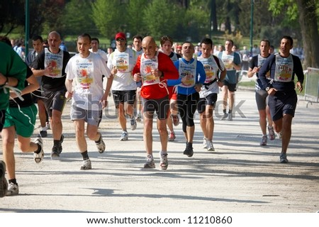 6th april 2008: Crowd of runners at the last edition of Stramilano running race. More news at http://www.stramilano.it/2008/gare/agonisticaENG/percorso.asp