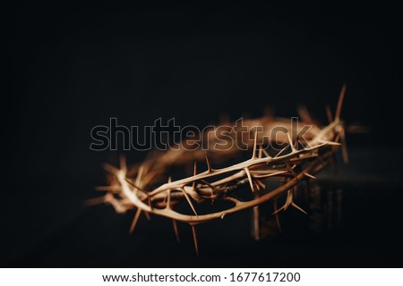 The crown of thorns of Jesus upon holy bible on black  background with copy space, can be used for Christian background, Easter concept Foto stock ©