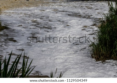 The pollution of the Medellín River, Colombia, is caused mainly by commercial and industrial companies. The majority of companies in the Aburrá Valley are connected to the public sewer network #1129504349