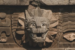 The Quetzalcoatl Temple is profusely decorated with reliefs that represent the god Tlaloc and the feathered serpent that symbolizes the terrestrial waters.