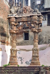 The Torana at Kapadvanj is one among the 13 kirtistambhas in Gujarat; however it is amongst the best preserved, only after the Vadnagar Torana. It has two pillars and a transverse architrave.