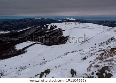 The view from the top of Tarnica to Szeroki Wierch, Polonina Carynska and Wetlinska, Mala and Wielka Rawka. Bieszczady mountains Zdjęcia stock ©