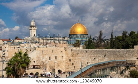 The wailing wall and mousque of Al-aqsa (Dome of the Rock) in Jerusalem, Israel