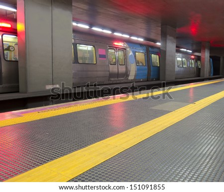 Transport - Underground station - moving train - starting - yellow line to guidance blind people - Rio de Janeiro