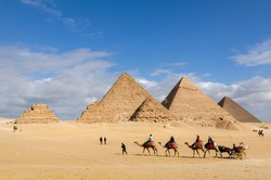 Travel by riding a camel and chariot in Giza in Egypt.