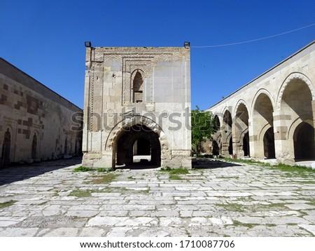Turkey. Courtyard of an ancient fortified hotel on the caravan route (Sultanhanı Caravanserai) Stok fotoğraf ©