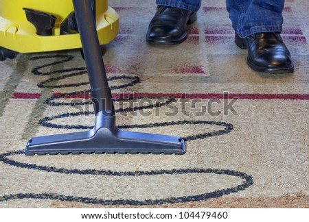 vacuum men cleaner a carpet