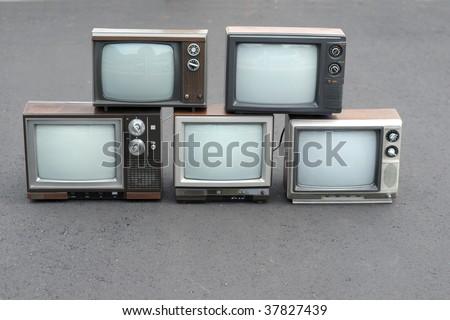 5 vintage TV sets