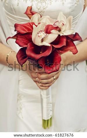 wedding bouquet at bride\'s hands
